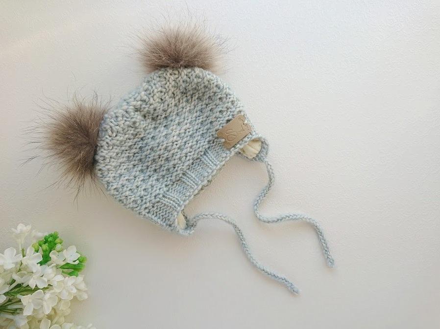 Helesinine vanasinine poiste kootud talvemüts meriinovillase voodriga ja beežide tuttidega tutimüts beebile poisile talveks