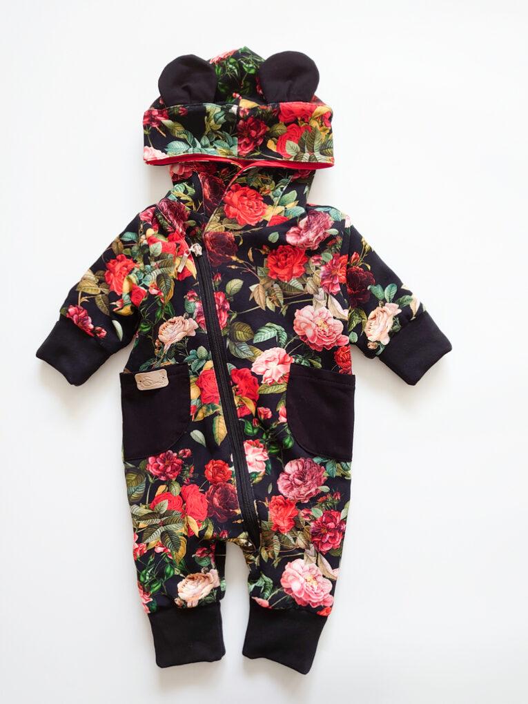 Tüdrukute Blossom meriinokombe mustade ja punaste roosidega lilledega