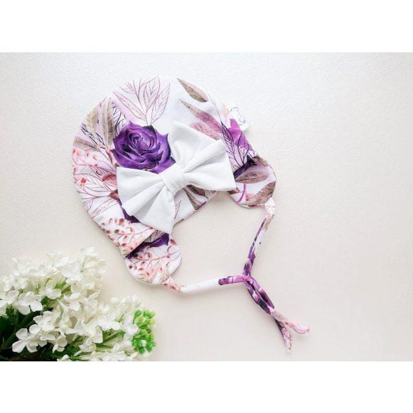 Lillade rooside ja suure valge lipsuga tüdrukute kevadmüts / sügismüts