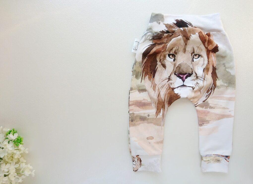 Poiste beebipüksid lõvi pildiga