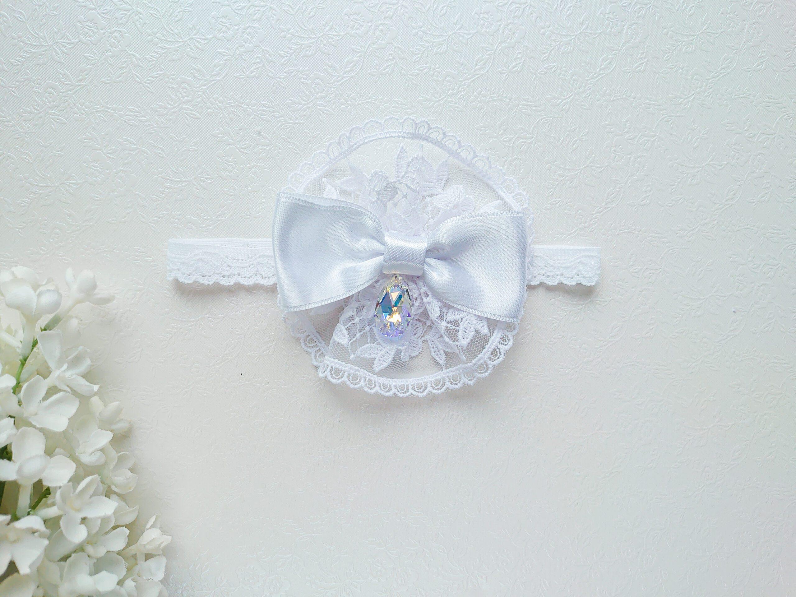 Lumivalge tüdrukute elegantne ja luksuslik peapael pitsi, lipsu ja särava Swarovski kristalliga pulma, ristimiseks, fotosessiooniks, pildistamiseks, sünnipäevaks ja pidulikeks üritusteks