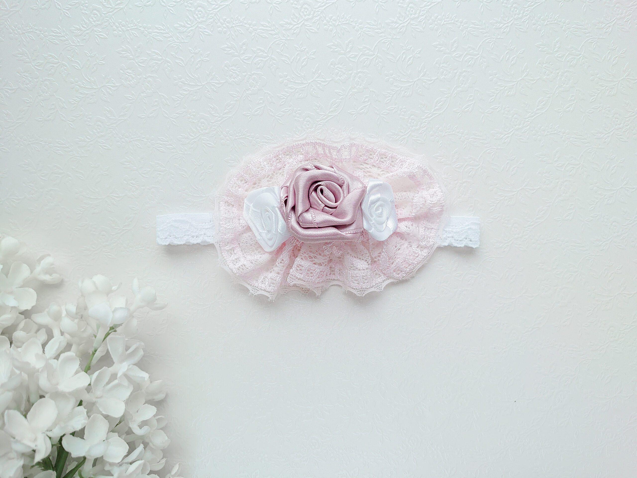 Kaunis ja luksuslik beebi peapael vanaroosa, nude roosa roosi ja valgete roosidega ning pitsiga