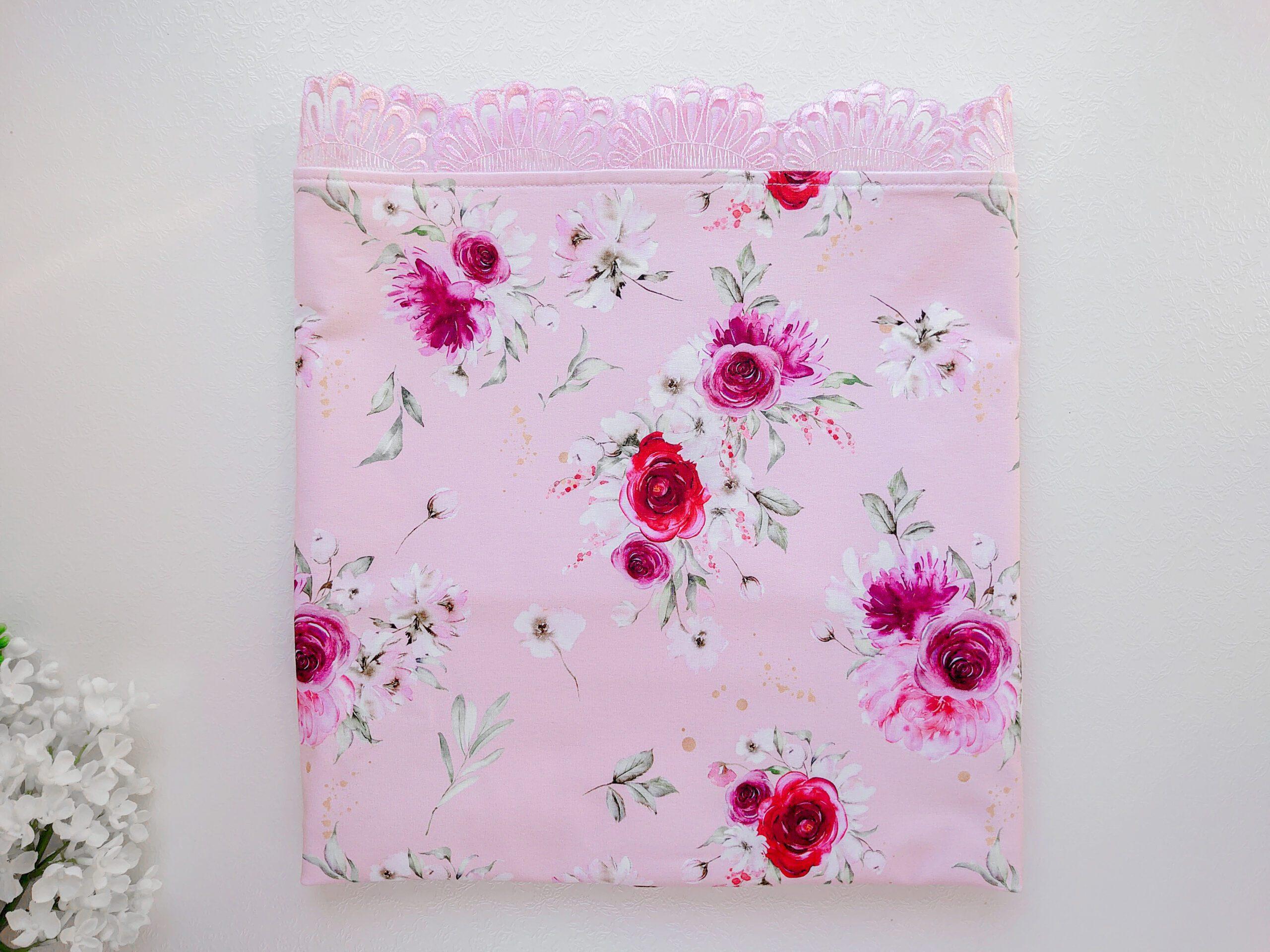 Roosa lillede ja pitsiga tüdrukute suvetekk, vankritekk kevadeks ja sügiseks