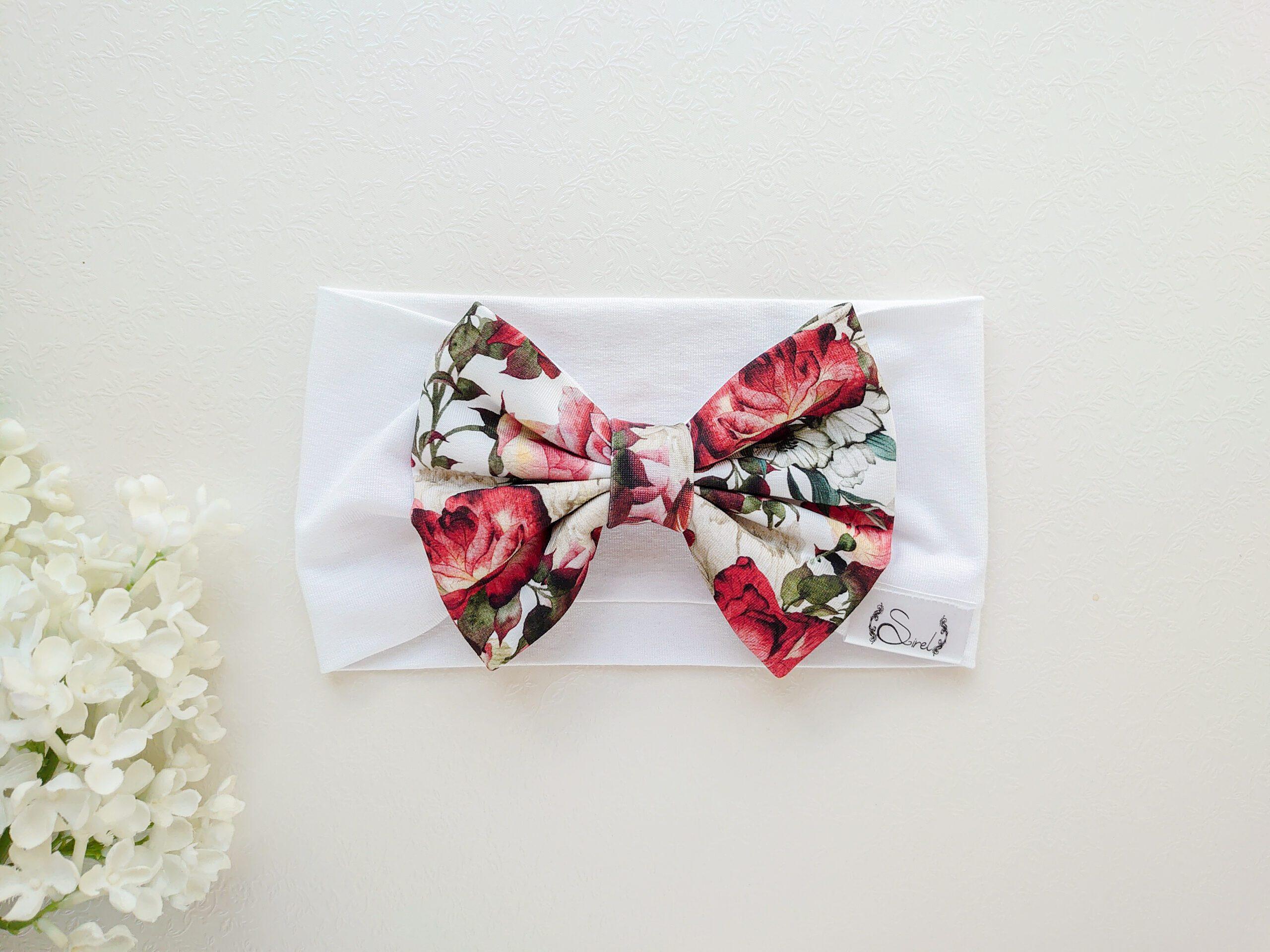 Valge-ja-punast-roosidega-blossom tüdrukute puuvillane suure lipsuga peapael suveks