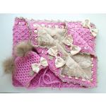 Tumeroosa-tüdrukute-beeži-voodriga-kootud-beebitekk-katsikukingitus-käsitöötekid-beebidele